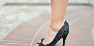 scarpe con il tacco e mal di schiena