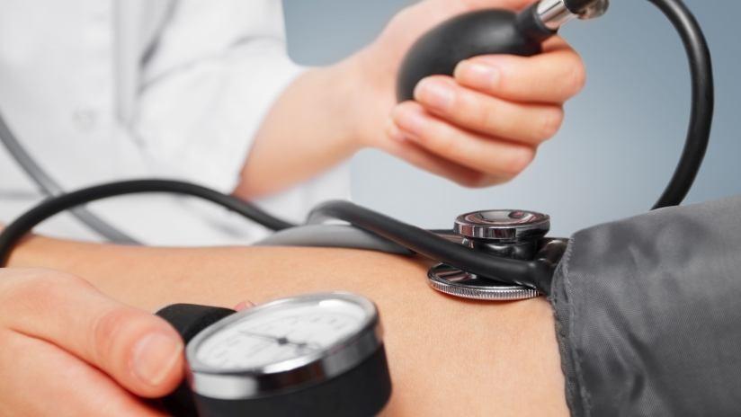 Pressione sanguigna alta sintomi complicazioni e for Mal di testa da pressione alta