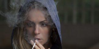 donna che fuma