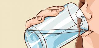 Cosa succede al corpo con 4 bicchieri d'acqua a stomaco vuoto al giorno