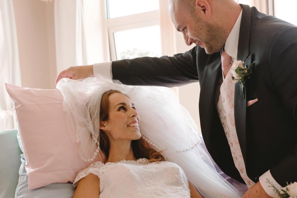 33enne, malata terminale, si sposa pochi giorni prima di morire