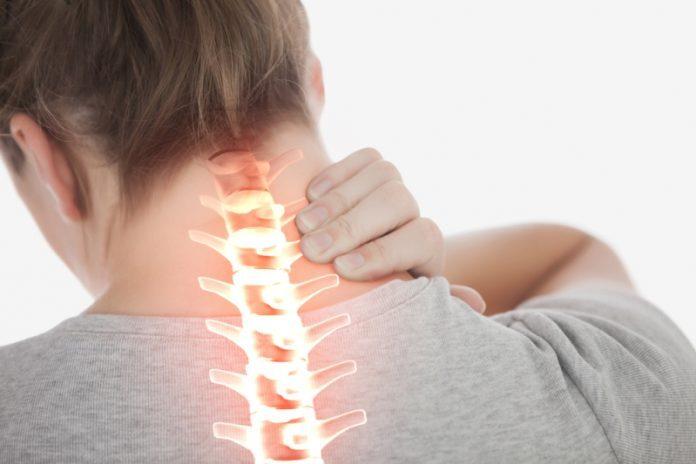 Dolori di stomaco e mal di schiena: risolverli entrambi in questo modo