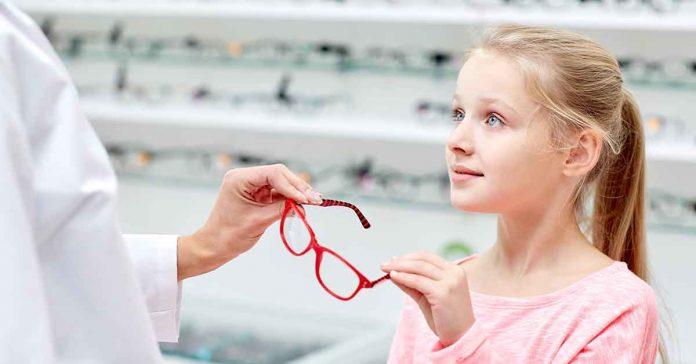 Presentati i dati di un sondaggio realizzato dall'Osservatorio per la Salute della Vista nato un anno fa per sensibilizzare sull'importanza della prevenzione. In Italia sono 4.500 i nuovi casi di cecità che si verificano ogni anno a causa del glaucoma.