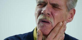 anziano mal di denti