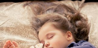 bambina che dorme
