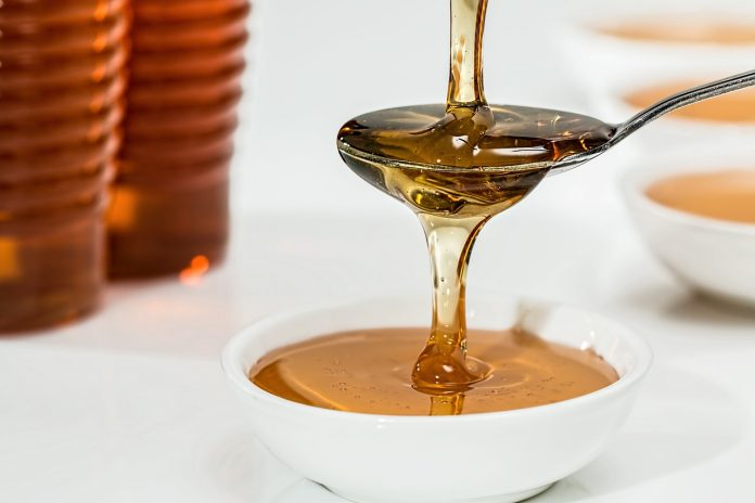 Cosa succede al nostro corpo con un cucchiaio di miele prima di andare a  letto