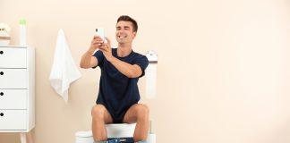 usare lo smartphone in bagno